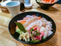 Sashimi świeży denny jedzenie, Sashimi świeży surowy łosoś i roe na ryż, obraz royalty free