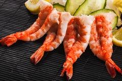Sashimi avec des crevettes roses photos stock