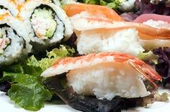 Sashimi del sushi con los rodillos de California Imagen de archivo libre de regalías