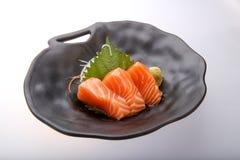 Sashimi di color salmone con wasabi, alimento tradizionale giapponese immagini stock
