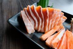 Sashimi di color salmone, saba marinato, bastone del granchio di surimi, Tamagoyaki e wasabi Fotografie Stock Libere da Diritti