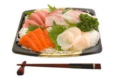 Sashimi e bacchette su priorità bassa bianca Immagini Stock Libere da Diritti