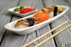 Sashimi en una placa blanca del jengibre del vassabi Foto de archivo libre de regalías