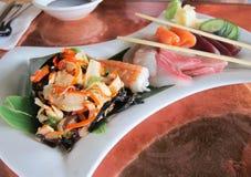 Sashimi, ensalada del calamar y verduras Fotografía de archivo