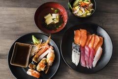 Sashimi et sushi sur le plat Photographie stock