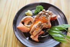 Sashimi grelhado dos salmões imagem de stock royalty free