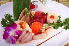 Sashimi incluyendo los salmones frescos, atún, whitetail Foto de archivo libre de regalías