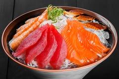 Sashimi japoński jedzenie, kawałki tuńczyk, łosoś, langoustine zdjęcie stock
