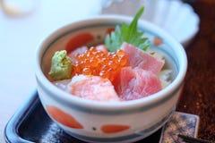 Sashimi japonês com os peixes e camarão cortados do ‹do †do ‹do †foto de stock royalty free