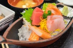 Sashimi réglé dans le restaurant japonais Image stock