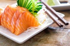 Sashimi, salmão, hashis japoneses do alimento foto de stock royalty free