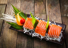 Sashimi Salmon com molho do teriyaki imagem de stock royalty free