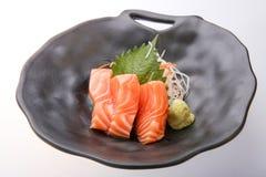 Sashimi saumoné avec le wasabi, nourriture traditionnelle japonaise Images libres de droits