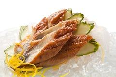 Sashimi tradicional do sushi em um fundo branco Fotos de Stock