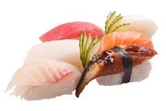 Sashimi tradicional do sushi no fundo branco Imagens de Stock