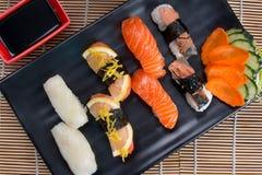 Sashimi und Rollen Stockfotos