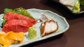Sashimi ustawia - Japońskiego jedzenie, Tokio, Japonia Zakończenie zdjęcia stock