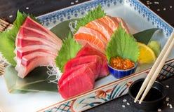 Sashimireeks van tonijnhamachi en zalm royalty-vrije stock foto's