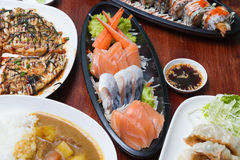 Sashimisatz der rohen Meeresfrüchte Stockfotos