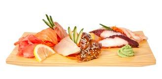 Sashimisatz lokalisiert auf Weiß Lizenzfreies Stockfoto