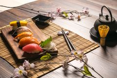 Sashimisushiuppsättning Arkivfoton