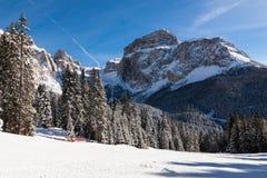 Sass Pordoi & x28; nel Sella Group& x29; con neve nelle dolomia italiane Immagine Stock
