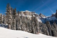 Sass Pordoi & x28; nel Sella Group& x29; con neve nelle dolomia italiane Fotografie Stock Libere da Diritti