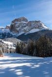 Sass Pordoi & x28; nel Sella Group& x29; con neve nelle dolomia italiane Immagini Stock