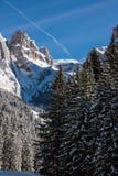 Sass Pordoi u. x28; im Sella Group& x29; mit Schnee in den italienischen Dolomit Lizenzfreie Stockfotos