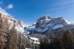 Sass Pordoi u. x28; im Sella Group& x29; mit Schnee in den italienischen Dolomit Stockfoto
