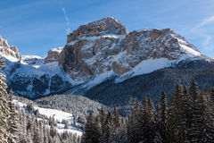 Sass Pordoi u. x28; im Sella Group& x29; mit Schnee in den italienischen Dolomit Lizenzfreie Stockbilder