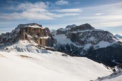 Sass Pordoi & x28; in Sella Group& x29; met sneeuw in het Italiaanse Dolomiet Royalty-vrije Stock Foto's