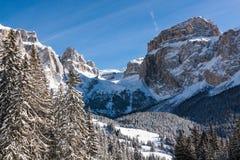 Sass Pordoi & x28; in Sella Group& x29; met sneeuw in het Italiaanse Dolomiet Stock Foto