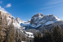 Sass Pordoi & x28; w Sella Group& x29; z śniegiem w Włoskich dolomitach Zdjęcie Stock