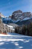 Sass Pordoi & x28; w Sella Group& x29; z śniegiem w Włoskich dolomitach Fotografia Stock