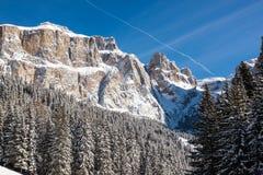Sass Pordoi & x28; w Sella Group& x29; z śniegiem w Włoskich dolomitach Obraz Stock