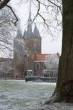 Sassenspoort stadsport Zwolle i vinter Royaltyfri Fotografi