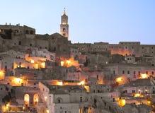 Sassi de Matera au crépuscule. Photo stock