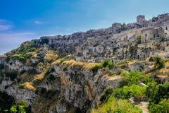 Sassi di Matera, opinião da paisagem na cidade antiga italiana da caverna Foto de Stock