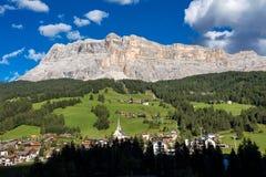 Sasso Di Santa Croce w wschodnich dolomitach, Badia dolina, Po?udniowy Tyrol, W?ochy obraz royalty free