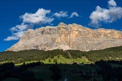Sasso Di Santa Croce w wschodnich dolomitach, Badia dolina, Po?udniowy Tyrol, W?ochy zdjęcia stock