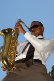 Sassofonista dei giovani dell'anca Fotografia Stock Libera da Diritti