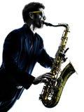Sassofonista dell'uomo che gioca il giocatore di sassofono fotografia stock libera da diritti