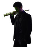 Sassofonista dell'uomo che gioca la siluetta del giocatore di sassofono fotografia stock