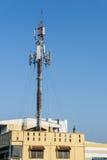 Satélite de comunicação no telhado Fotografia de Stock Royalty Free