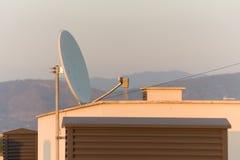 Satélite de la antena Imagen de archivo libre de regalías