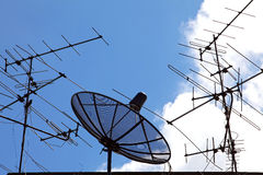 Satélite y antena Foto de archivo libre de regalías