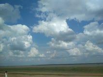 Satélites de las nubes del viajero Viaje fotos de archivo