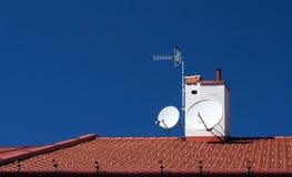 Satélites no telhado Fotografia de Stock Royalty Free