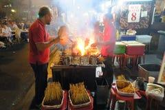 Satay在叫卖小贩中心 免版税库存图片